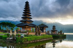 https://sysdyn.org/wp-content/uploads/2020/06/Pura-Hindu-Bali-Danau-Beratan-Facebook-300x200.jpg